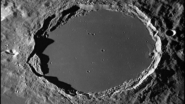 20131020084029-plato-crater-luna.jpg