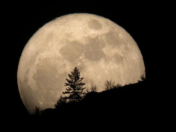 20140722104704-20130601202518-super-luna.jpg