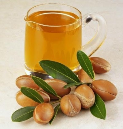 20111218114644-11391331-argan-oil-jar-and-leaves.jpg