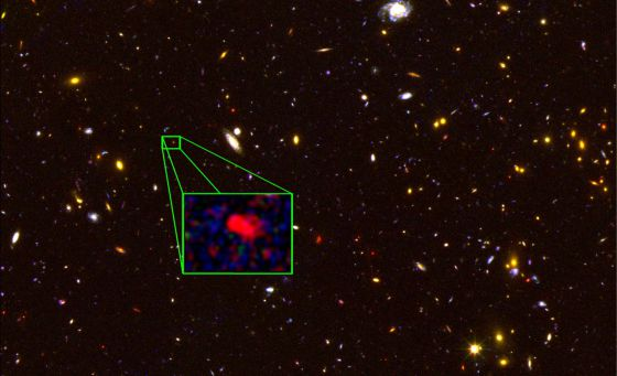 20131024105947-galaxia-mais-afastada.jpg
